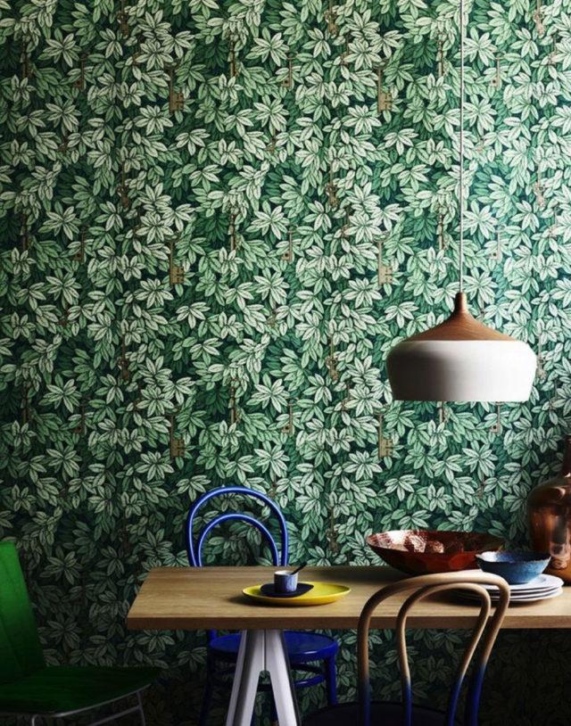 Fornasetti carta da pareti anche per la cucina e la sala da pranzo.