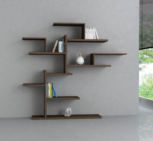 Laurel una libreria a forma di albero in legno melaminico.