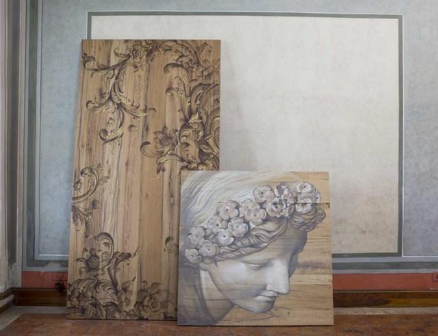 Piani in legno massiccio dipinti a mano e trasformati in tavoli d'arte.