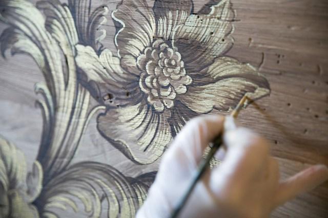 Tavola in legno dipinta a mano di Mariani Affreschi.