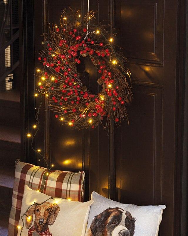 Atmosfere di Natale in casa: le corone da appendere.