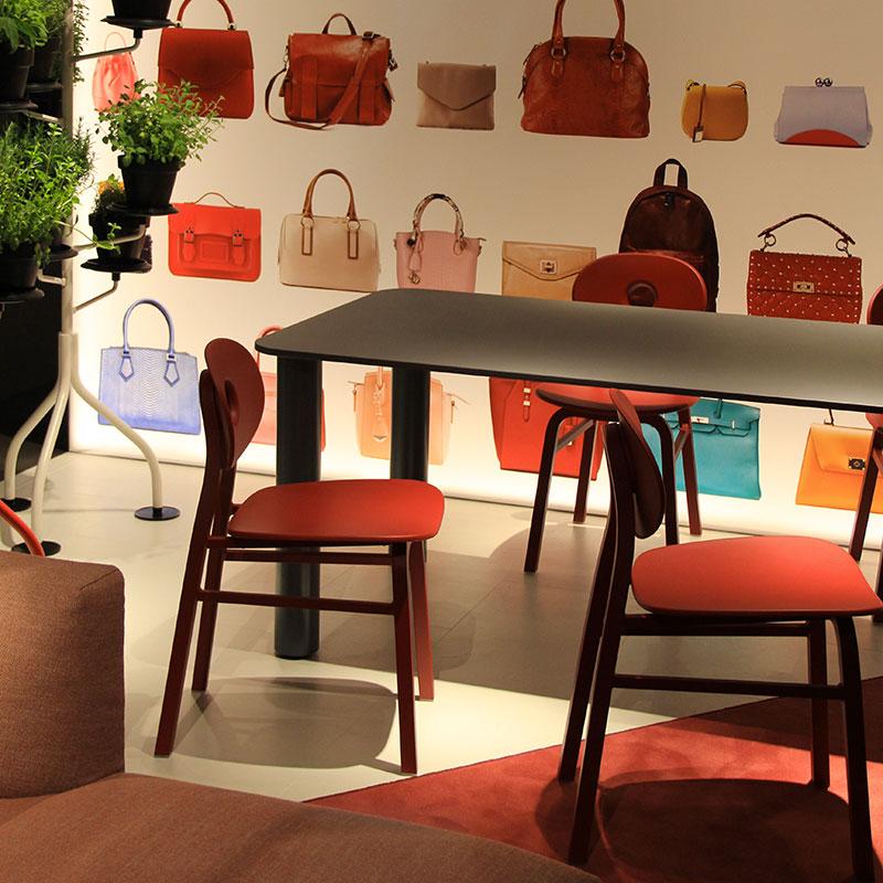 Zanotta Salone del Mobile 2018 - allestimento sedia rossa.