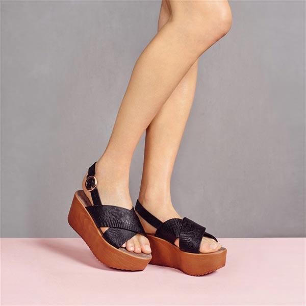 Sandalias cruzadas 18 €