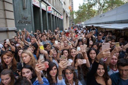 Barcelona-Gigi-Hadid-(7)