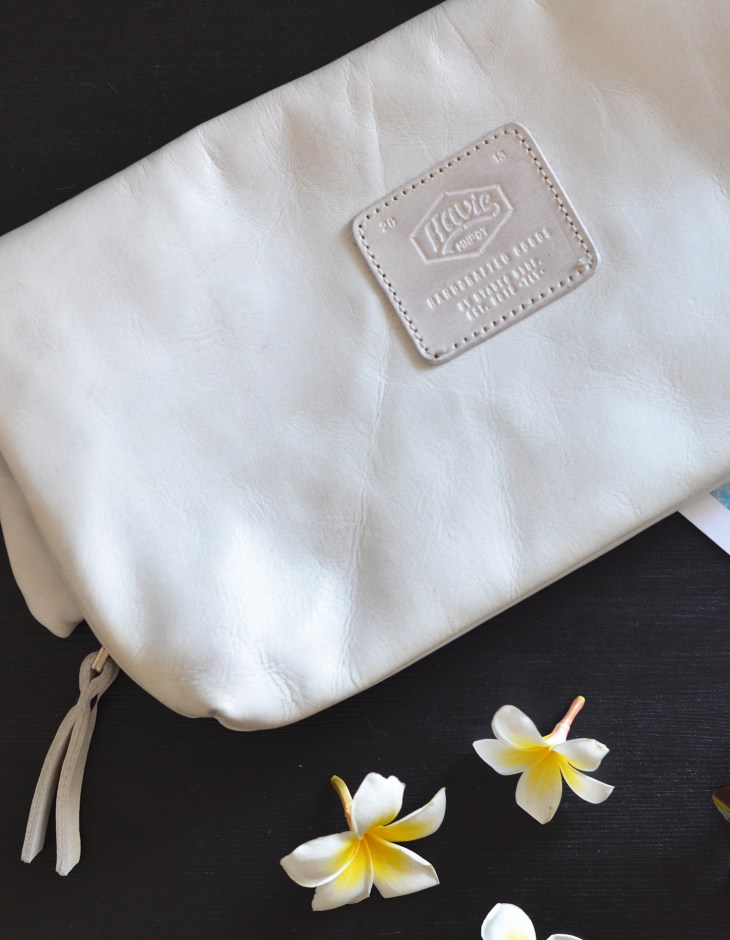 havie_white_clutch