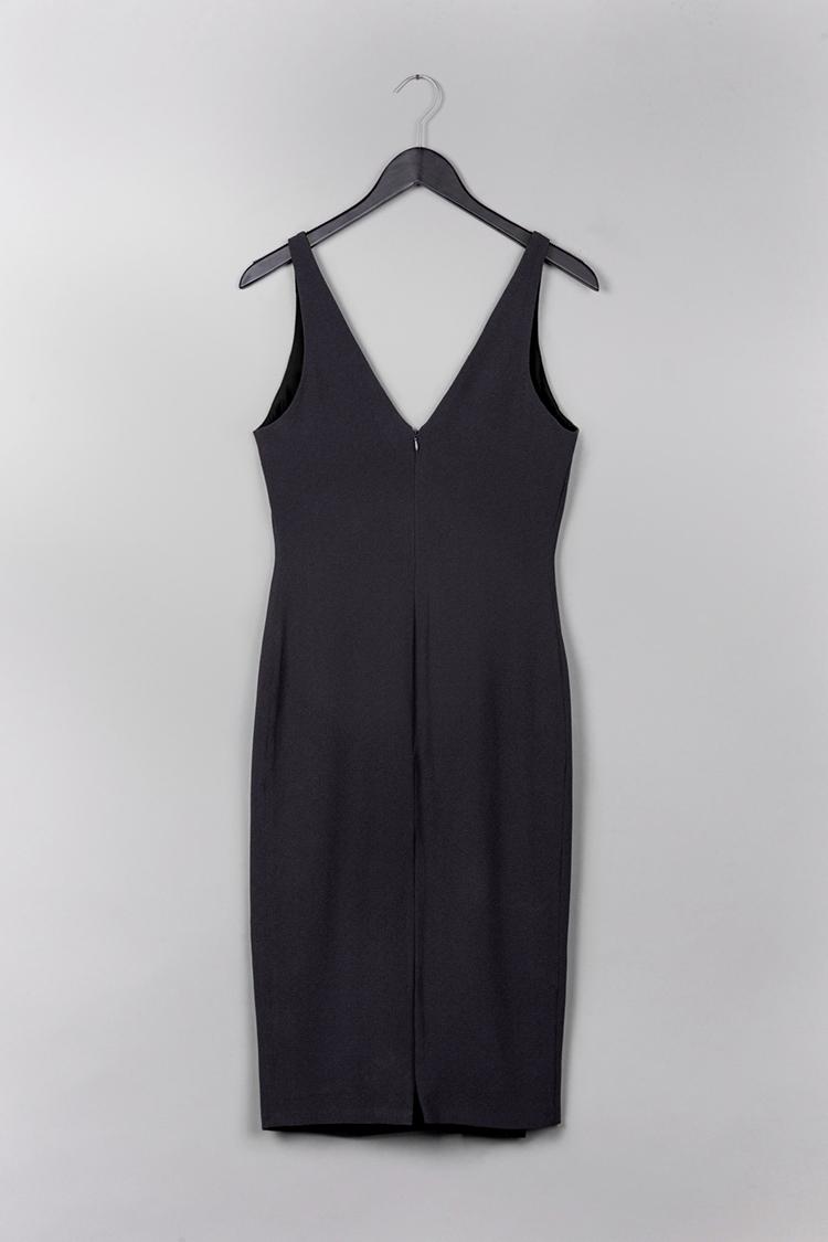 black dress by Common Raven on www.modagrid.com