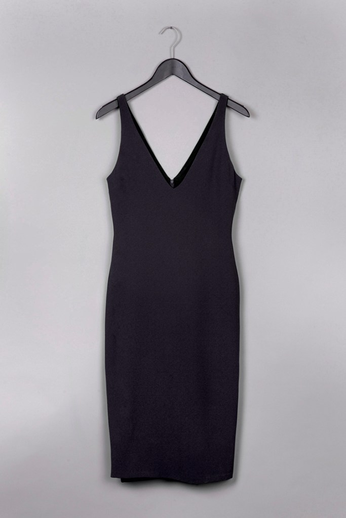 black dress by Common Raven on www.modagrid.com