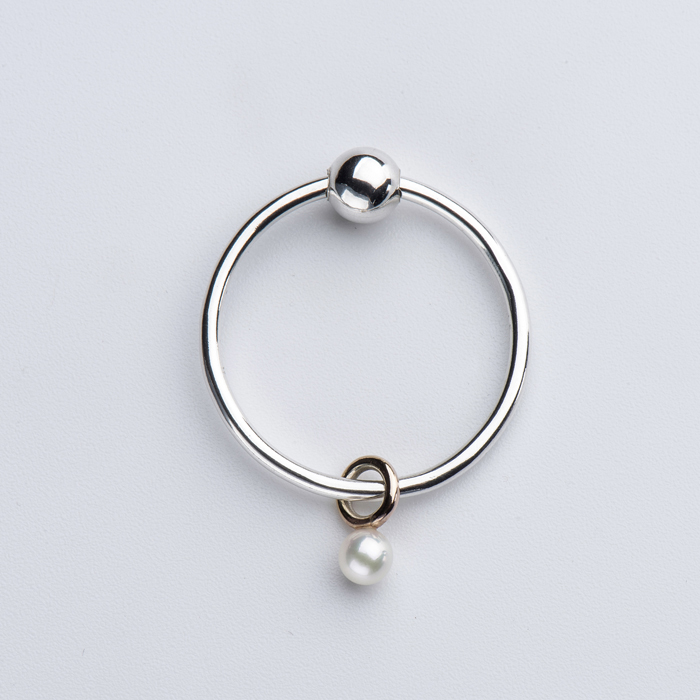 Pearl Mini Sinker Earring by Born From Rock on www.modagrid.com