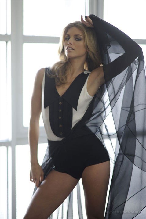 annalynne-mccord-fashion-journal-01