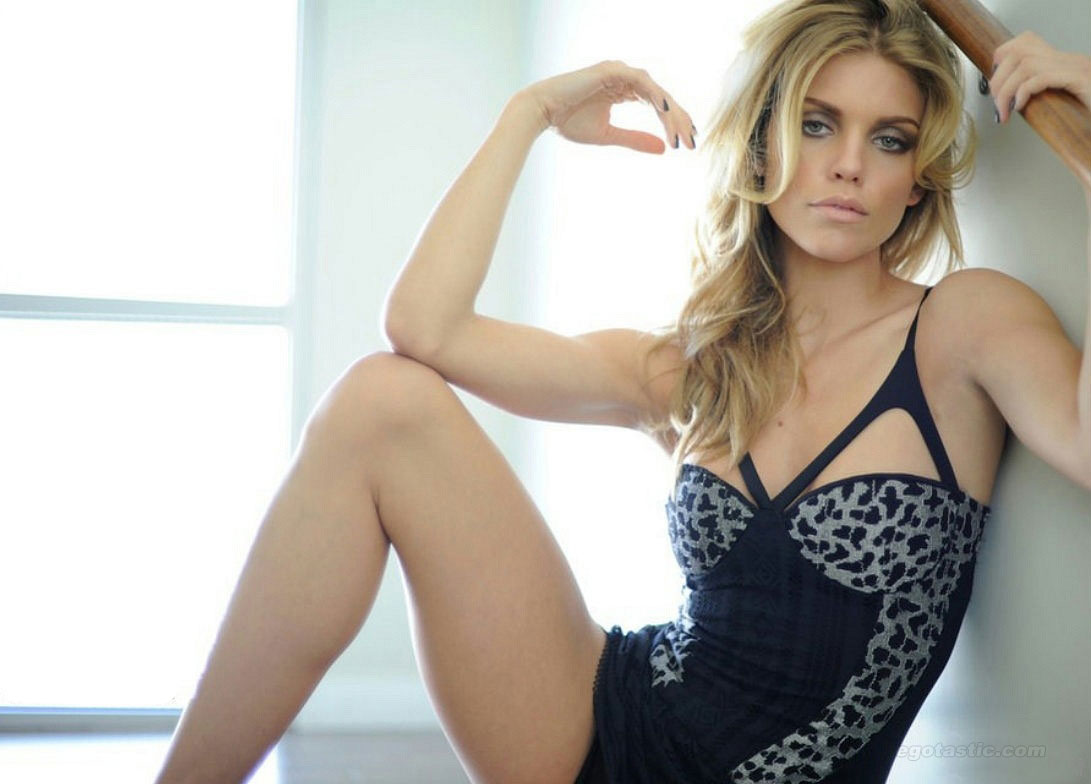 annalynne-mccord-fashion-journal-08