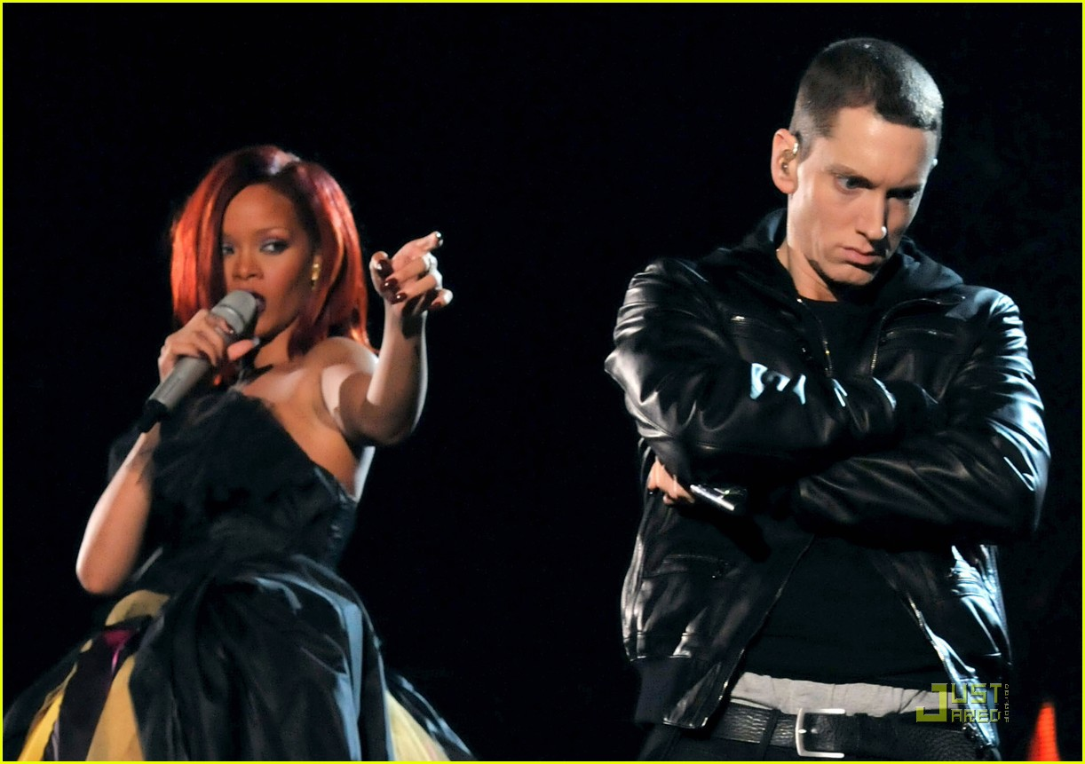 Singer Rihanna (L) and rapper Eminem