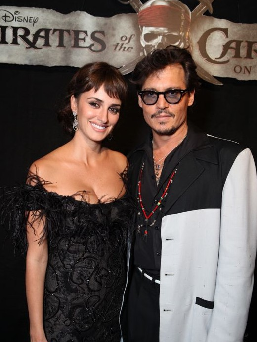 Penelope-Cruz-Johnny-Depp-piratas4-01