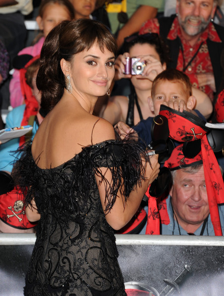 Penelope-Cruz-Johnny-Depp-piratas4-08