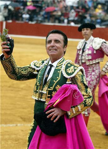 Ortega Cano, cuando vestía de luces y ganaba trofeos toreando.