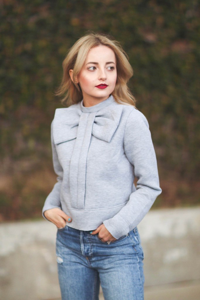 Alena Gidenko of modaprints.com shares her favorite grey bow sweater