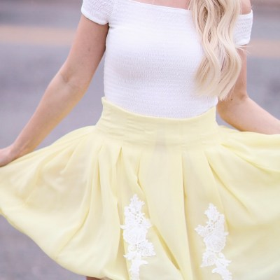 PLEATED SKIRT IN YELLOW