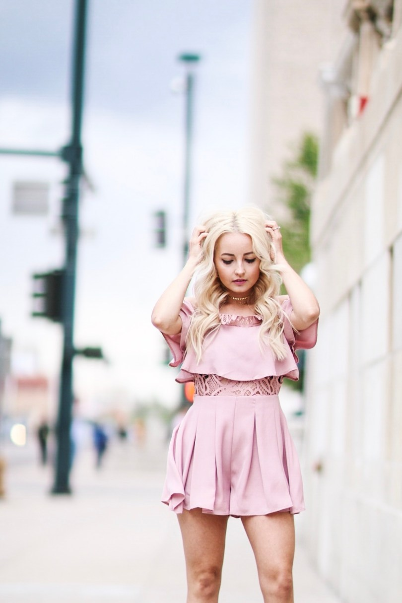 Alena Gidenko of modaprints.com styles a pink lace romper for Summer