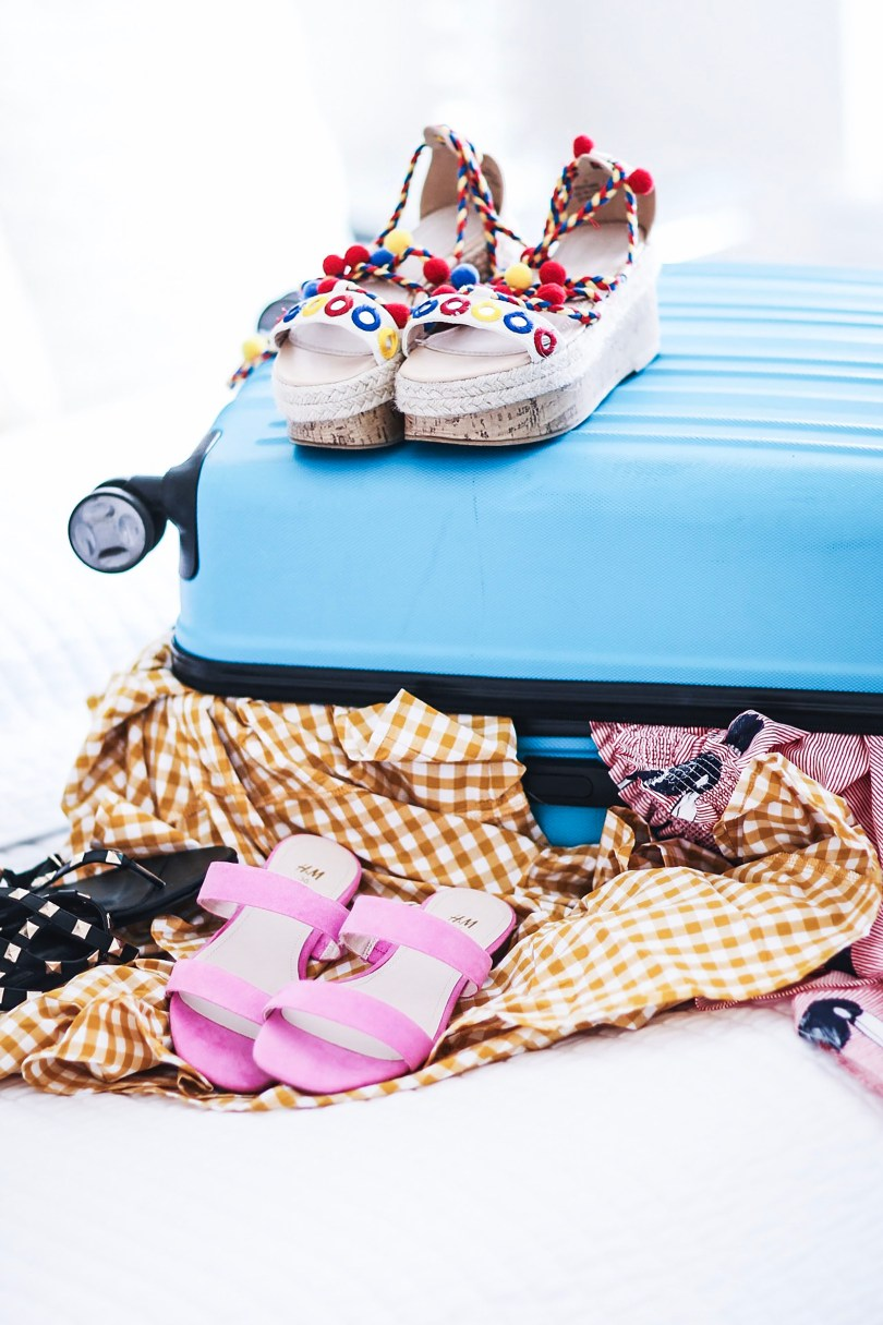 Alena Gidenko of modaprints.com shares how to pack for your next beach trip