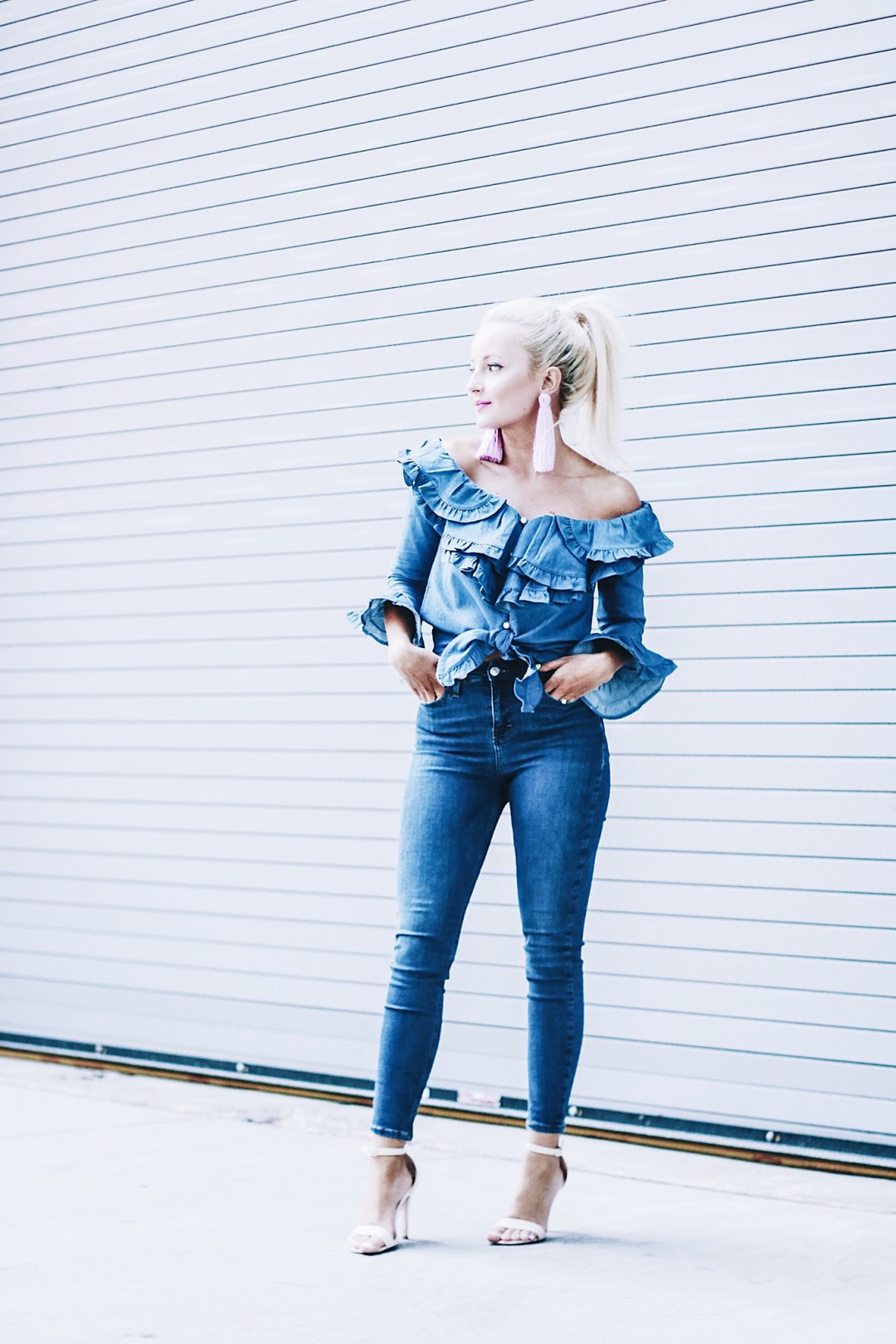Alena Gidenko Fashion blogger for modaprints.com styles an off shoulder ruffle top
