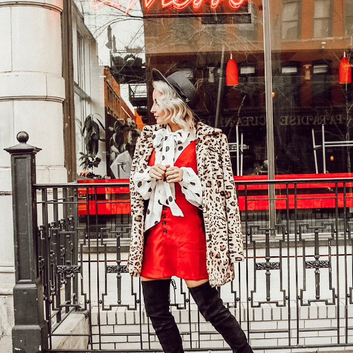 Alena Gidenko of modaprints.com shares tips on styling an overall dress for the Holidays