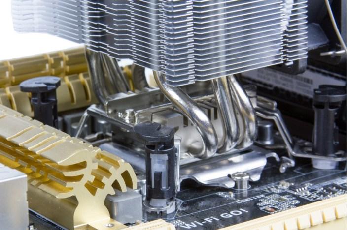 intel_clips_motherboard