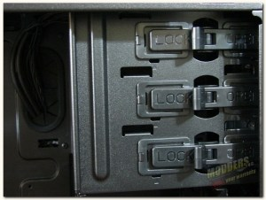 tooless optical drive locking mechanism