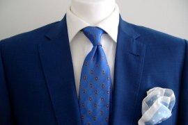 La pochette de costume : l'accessoire homme parfait pour Noël
