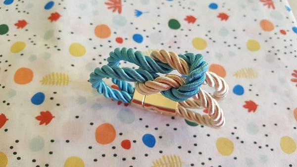 De jolis bracelets en corde