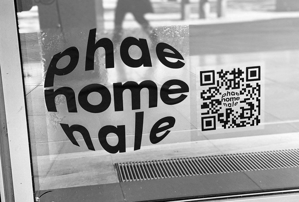Phaenomenale Ausstellung – Kunst im Schaufenster
