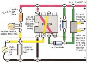 Model train detector circuit using a photocell
