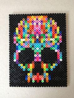 tete-de-mort-skull-perles-a-repasser-hama-arc-en-ciel-2