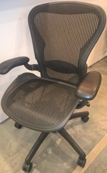 **ITEM NOW SOLD** Herman Millier Aeron chair. Fully loaded with all the bells and whistles! Size B. Current List: $1,128. Modele's Price: 550.-