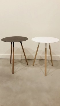 Plain Side Tables. Black or White. 65.-