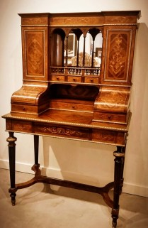 ** ITEM NOW SOLD.*Antique Edwardian Desk. Purchased in 1993 from Porter Davis Antiques. Kingwood exterior. Sandalwood interior.2150.-