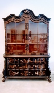 Large Baker hutch, 2 pieces, Chinnoiserie style. Lighted interior, adjustable shelves. Purchased from Baker Showroom at Seattle Design Center. Original Price: $21,166. Modele's Price: 2750.-