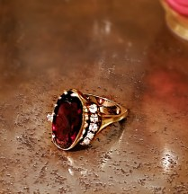 **ITEM NOW SOLD** 14k yellow gold ring with 10 carat garnet and 25pts diamonds. 995.-