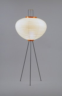 Akari globe floor lamp 10A. 450.-