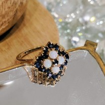 **ITEM NOW SOLD** Ring, 9k yellow gold English Bermingham. Sapphire and opal. C. 1959, 395.-