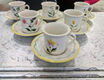 Set 6 Demitasse cups and saucers. 40+ years old. 50.-/ set