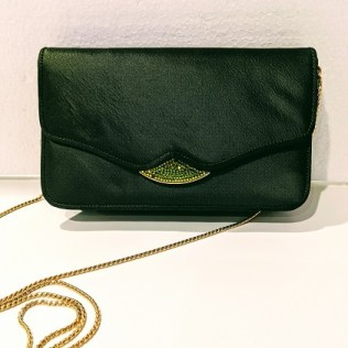 Judith Leiber silk clutch with beading on flap (one bead missing). Removable chain. Orig. Price: $800.-900. Modele's Price: 295.-