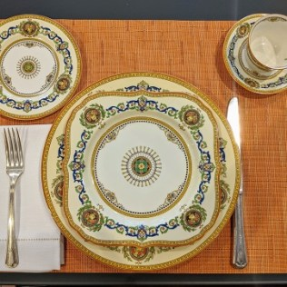 """Royal Worcester """"Empire' c. 1928. Dinner plates: 18, Square salad plates: 7, Bread and butter plates: 11, petite coffee cups: 14, saucers: 16. 950.- set"""