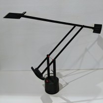 Artemide 'Tizio 35' task lamp. 35w halogen bulb, hi/lo switch, rotating base. Current List: $445. Modele's Price: 250.-