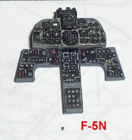 foto 8 F-5E_N PANNELLI STRUMENTI