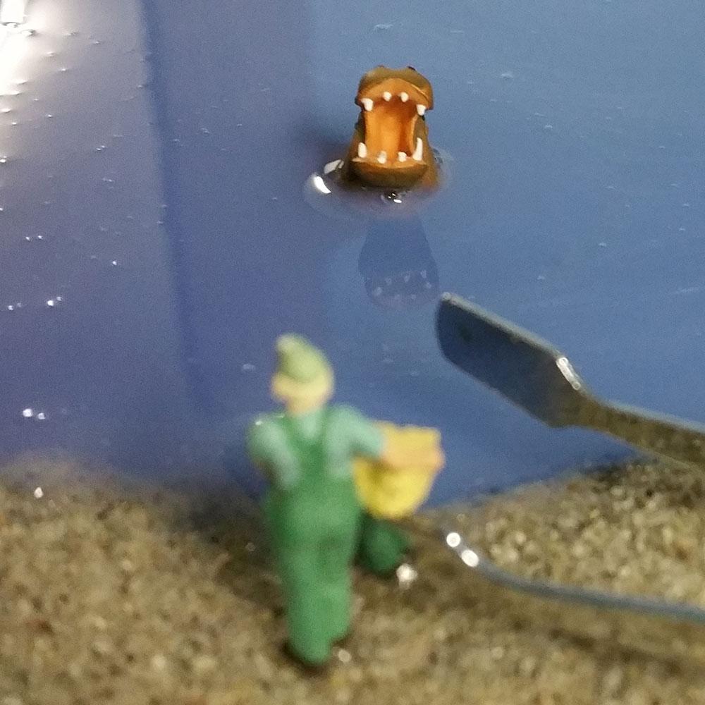 Nilpferde (Hippo) beim Aushärten des Wassers (Gießharz)