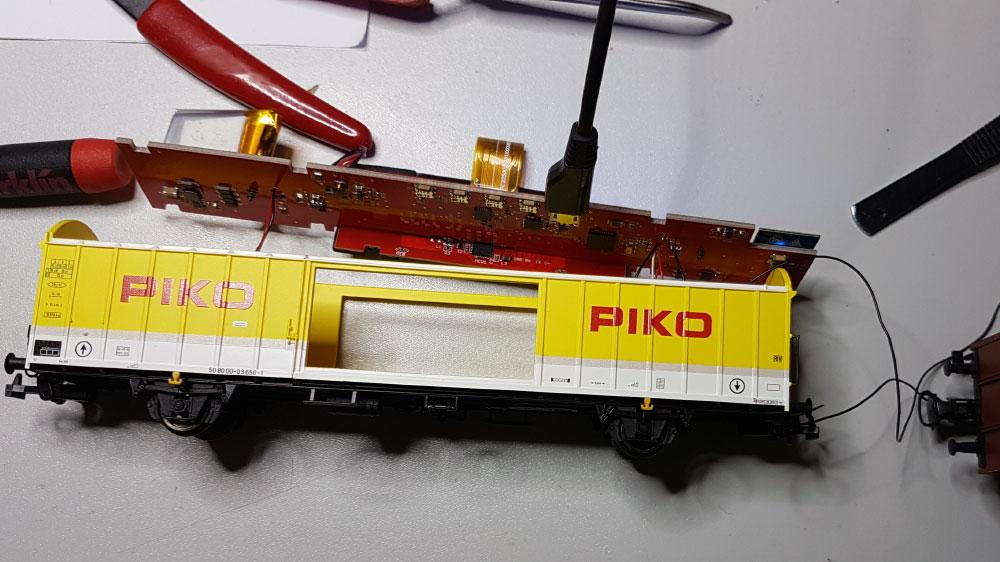 Umbau Piko Messwagen: Ausbau der Platine