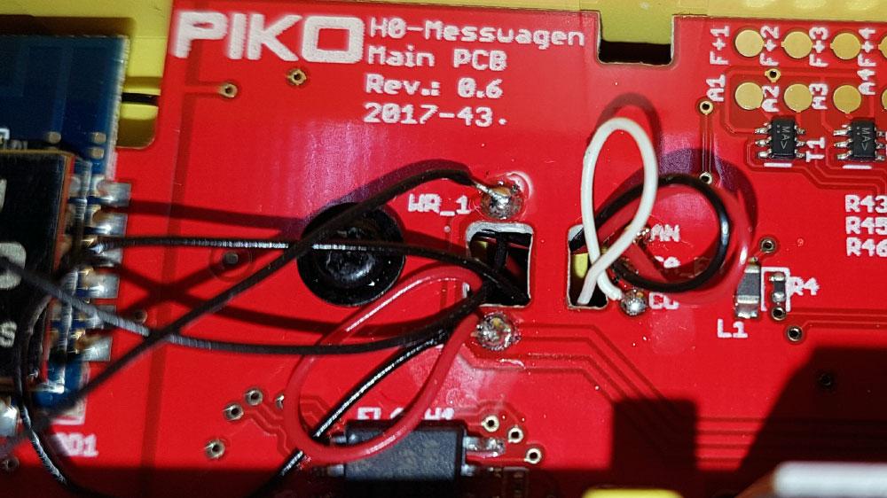 Das Kabel des Mittelleiters des anderen Anhängers wird auf WR_1 gelötet.