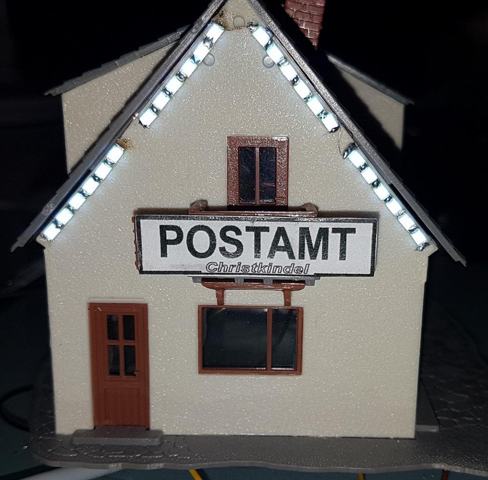 Erste Weihnachtsbeleuchtung im Christkindel Postamt