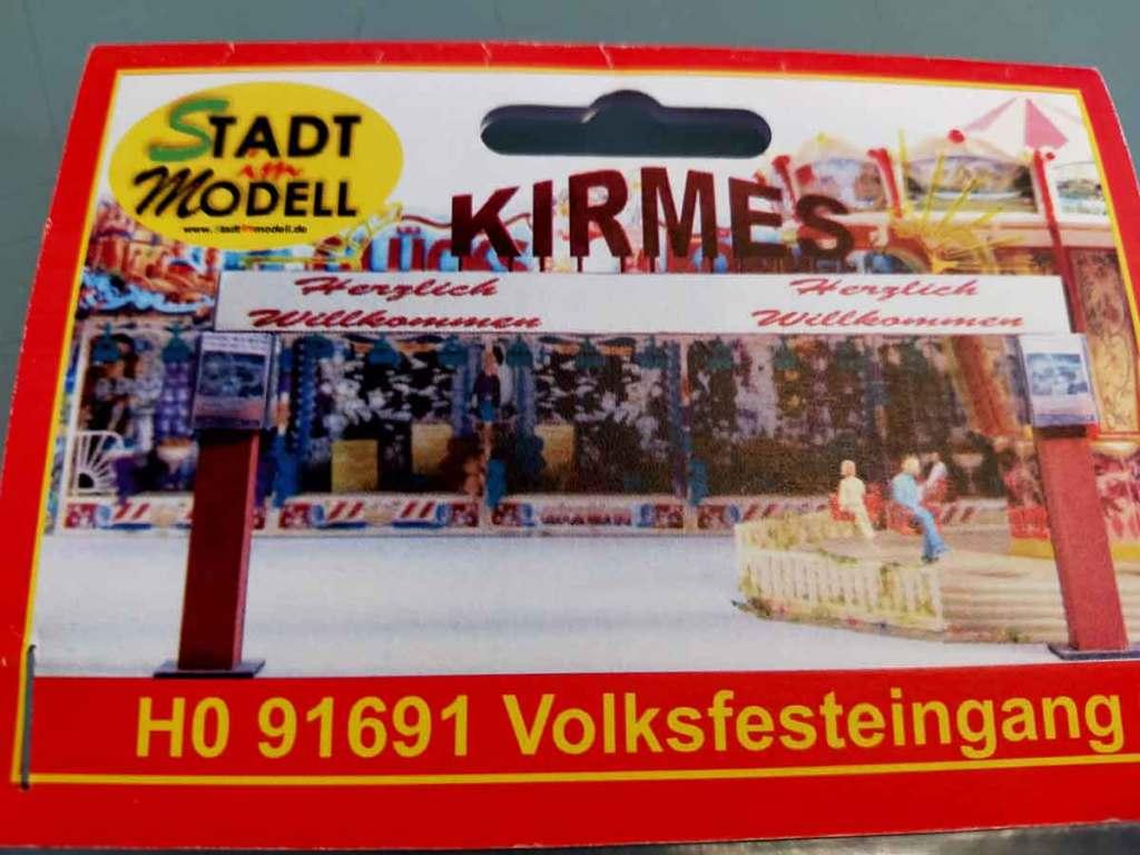 """Eingangsportal zur Modellbahn Kirmes von """"Stadt im Modell"""""""