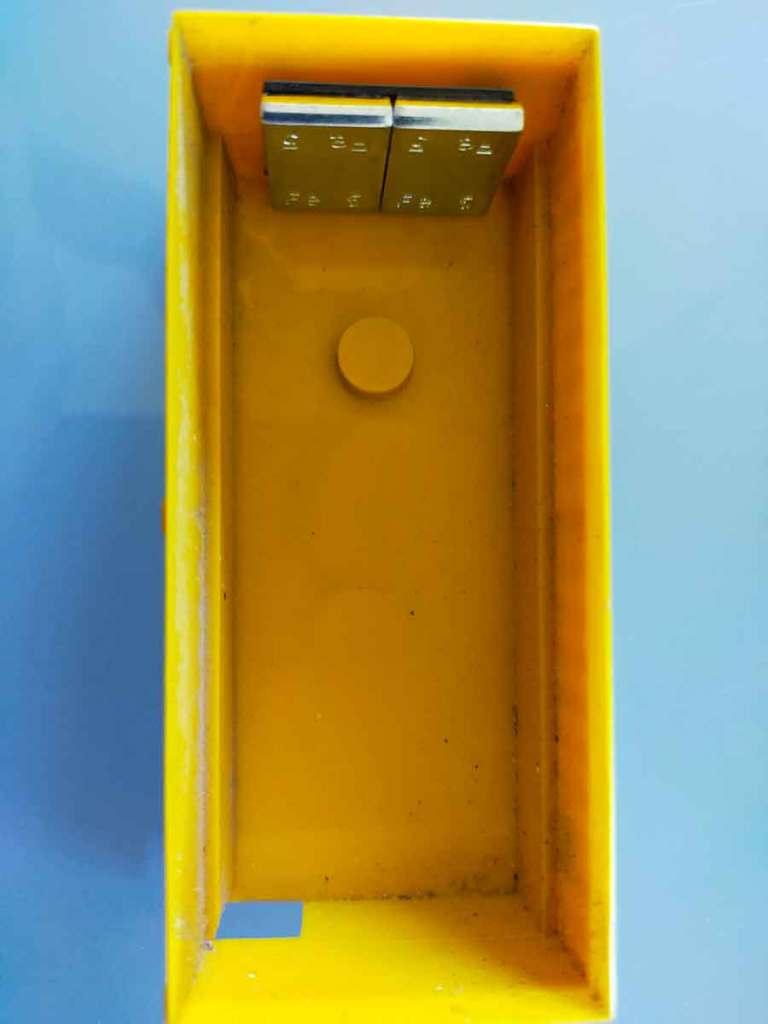Auch im Innenbehälter des Staubsauger Anhänger kommen 2 Gewichte rein