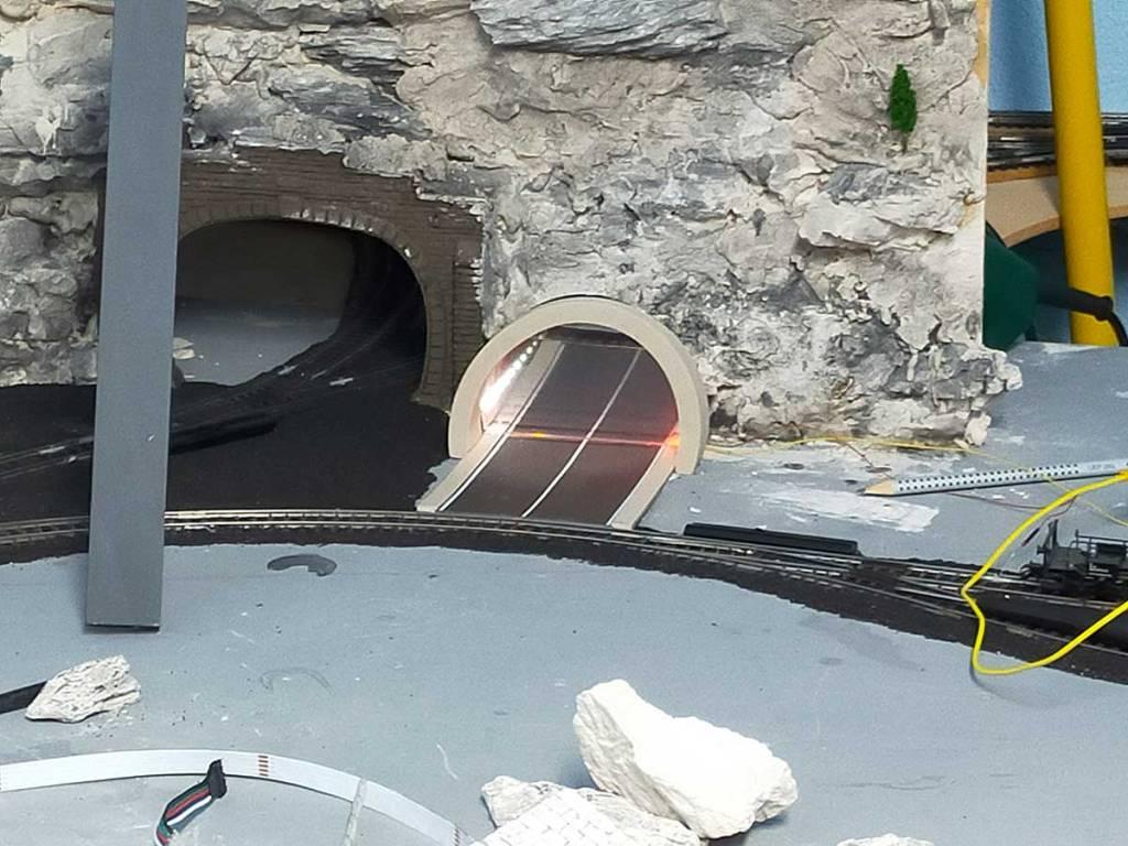 Viessmann Strassentunnel mit LED-Spiegeleffekt Art. Nr.5098 Art. Nr. 5097 Spurweite H0